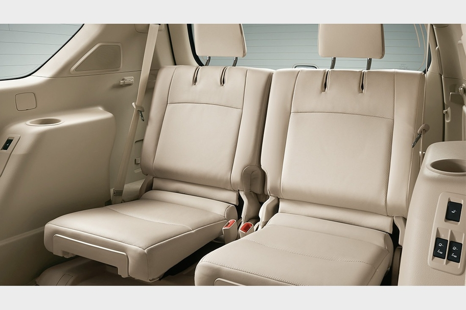 carlineup_landcruiserprado_interior_space_pic_01